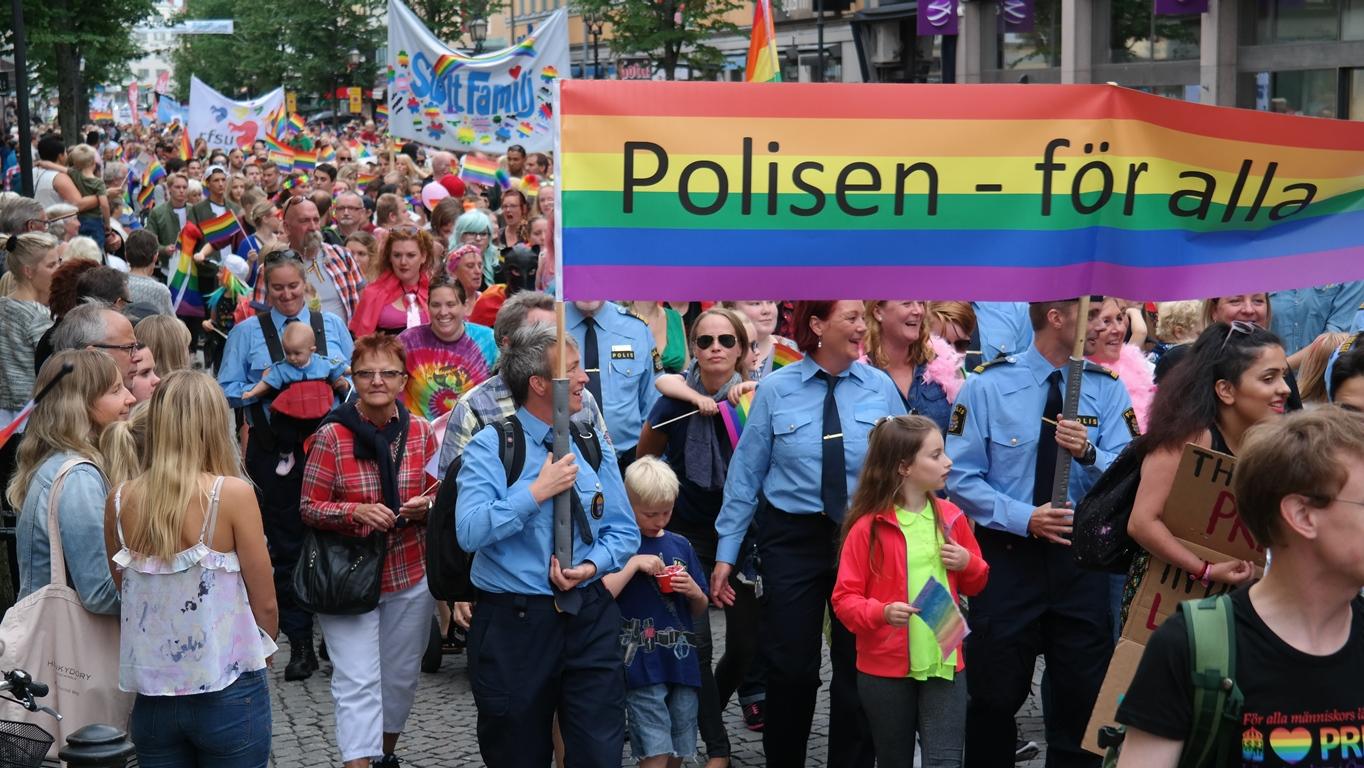 Även polisen deltar i paraden