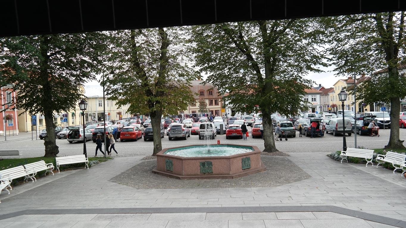 Fullt på torget i Askersund... men det är ju fredag!